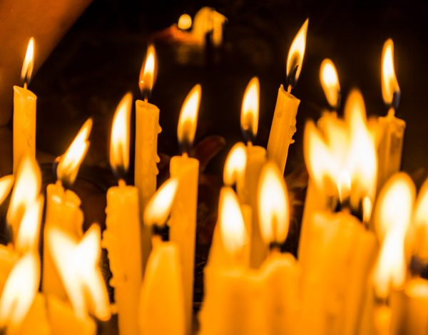 Jak wyglądają tradycje naświecie wdzień Wszystkich Świętych?