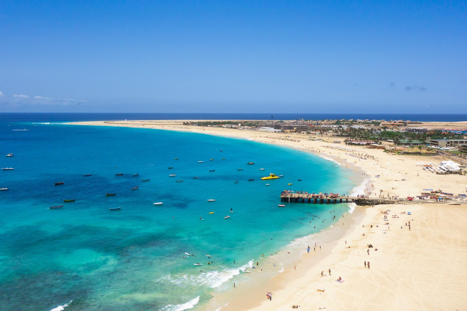 plaza-santa-maria-na-wyspie-sal-wyspy-zielonego-przyladka-cape-verde-aerial-view  - I...TAKI blog o podróżach z pasją!